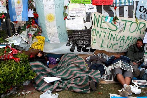 Miles de Personas Asistieron al Velatorio en La Casa Rosada (11)