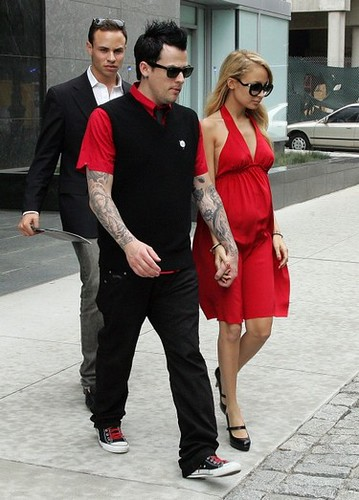 Nicole Richie and Joel Madden hunting for an apartment