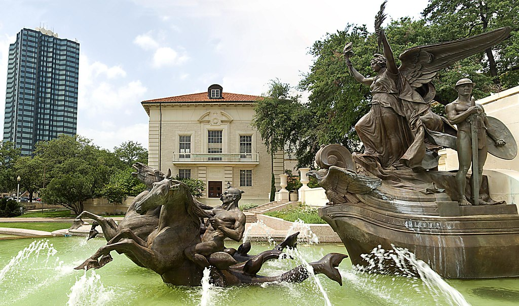 UT Fountain Panorama