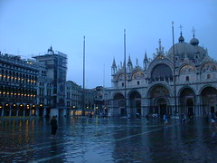 DSCF0013 (lilbuttz) Tags: venice italy piazzasanmarco flooded sanmarcosquare accentflorencespring2002