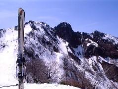 1,231ピークより望む烏ヶ山・ドーム