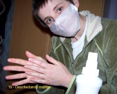 Desinfectando manos