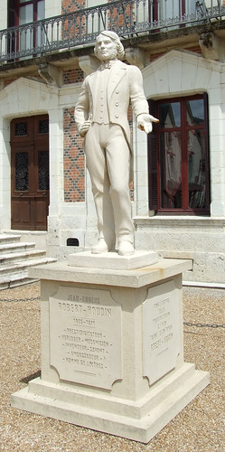 Statue of Robert Houdin