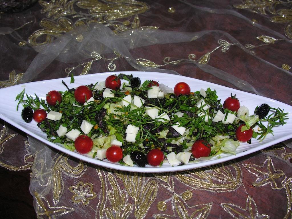 Ramazana Özel Hellim Peynirli Salata