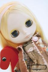 a.strange.r no.2 : Leslie