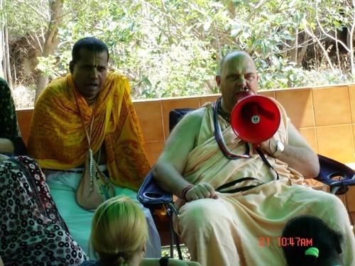 H H Jayapataka Swami in Tirupati 2006 - 0011 por ISKCON desire  tree.