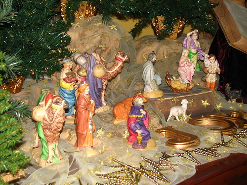 setting up the nativity