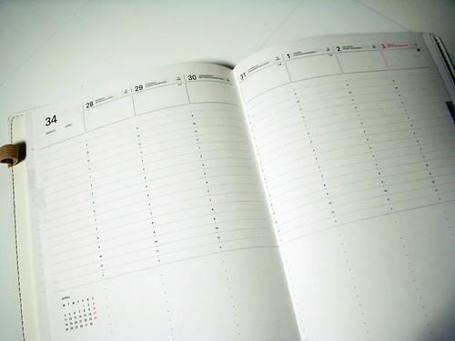 手帳の中、見開き一週間ページ下部半分はタスクなどに使えるスペース