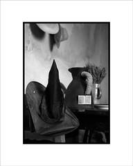 Sombrero de Bruja (Jose Luis Durante Molina) Tags: bw españa hat digital spain witch cosas bn fujifilm sombrero bruja spagne finepixs3pro terminada coolestphotographers impresin joseluisdurante
