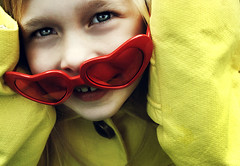 (Lá caitlin) Tags: blue cute girl smile face yellow happy glasses kid eyes child explore loveheart theunforgettablepictures