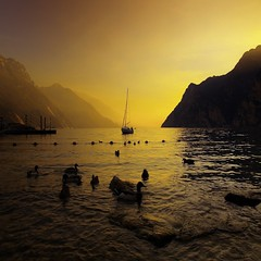 The day's end on Garda lake... (gardawind) Tags: bravo eow magicdonkey abigfave karmapotd anawesomeshot holidaysvacanzeurlaub infinestyle diamondclassphotographer