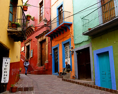 Calle San Jose (uteart) Tags: houses mexico town alley colorful internet colonial streetscene balconies guanajuato narrow callejon  mywinners worldbest utehagen uteart callesanjose theauthorsplaza gigilivornosfriends