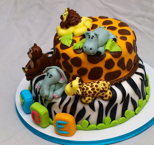 Fondant Jungle Cake with animals