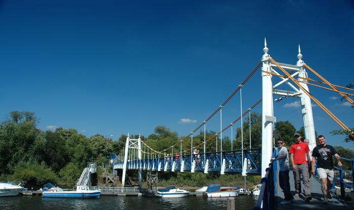 Footbridge :: Click for previous photo