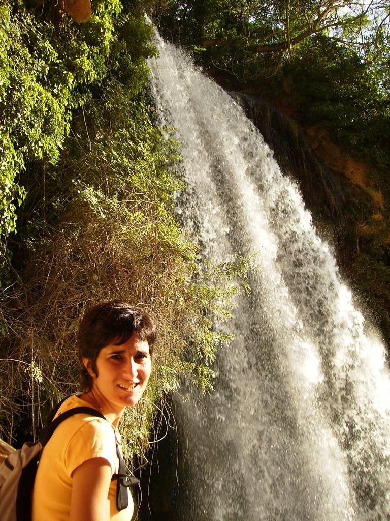 Carmen en la Cascada Cola de Caballo