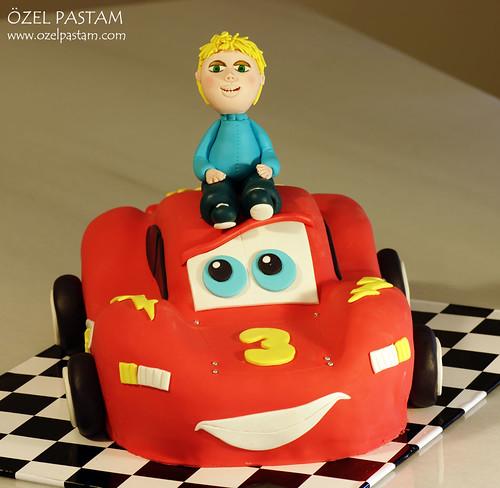 Batu'nun Şimşek McQueen Pastası / Lighting McQueen Cake