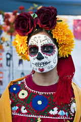 Full Skull Traditional (johnwilliamsphd) Tags: street portrait people copyright woman holiday john dayofthedead dead skeleton skull la colorful williams faces painted c makeup streetportrait honor mexican diadelosmuertos hollywoodforevercemetery remembrance marigolds calavera reverent  williams john johncwilliams guerrillafotocom johnwilliamsphd phd