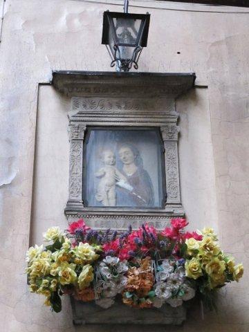 Pequeños altares en las calles de Florencia