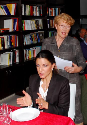 """Prima festa del Fagiolo: le """"visionarie"""" organizzatrici! Ennia (in piedi) ed Anna Maria"""
