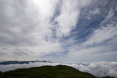 雲海を背にするニセイカウシュッペ山頂