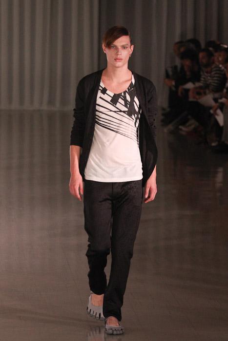 SS11_Tokyo_MOLFIC012_Chris Tanner(Fashionsnap)