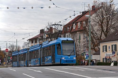 Der erstgebaute R3.3 2201 trägt Werbung für das MVG-Museum — nun auch auf dem Dach.