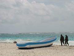 passeggiata romantica (Nicola Zuliani) Tags: mexico barca mare nicola yucatan cielo azzurro messico polizia guardie nizu zuliani gendarmi nicolazuliani nizuit nntravel wwwnizuit