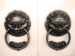 "Door knobs • <a style=""font-size:0.8em;"" href=""http://www.flickr.com/photos/37214282@N00/1481805496/"" target=""_blank"">View on Flickr</a>"