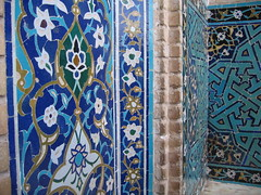 Day 3: Yazd - Jameh Mosque (entrance) (birdfarm) Tags: iran mosque tiles badge ایران yazd tilework یزد fridaymosque jamemosque jamehmosque مسجدجامع مسجدجامعیزد persiantiles