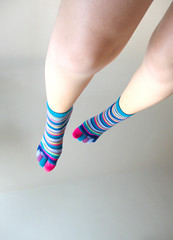 (F. Carvalho) Tags: white feet colors socks branco cores foot flying colorful legs explore ps meia perna voando colorido