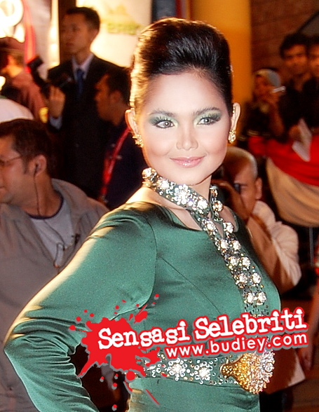 Fesyen Baju Raya Siti Nurhaliza Di Anugerah Era 07