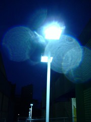 Luzes da noite... (Tales Gremen) Tags: light luz night poste path chuva noite caminho metodista
