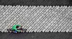 Vicolo del centro (Flavio Id '50 (Busy)) Tags: street italy minimal pisa tuscany ciclista vicolo velocipede canondigital lastricato eos50d beola flavioid