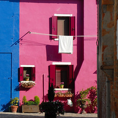 some like it pink, some like it blue. (Werner Schnell Images (2.stream)) Tags: pink blue venice italy house facade italia haus laundry venezia venedig burano fassade werner ws schnell wernerschnell