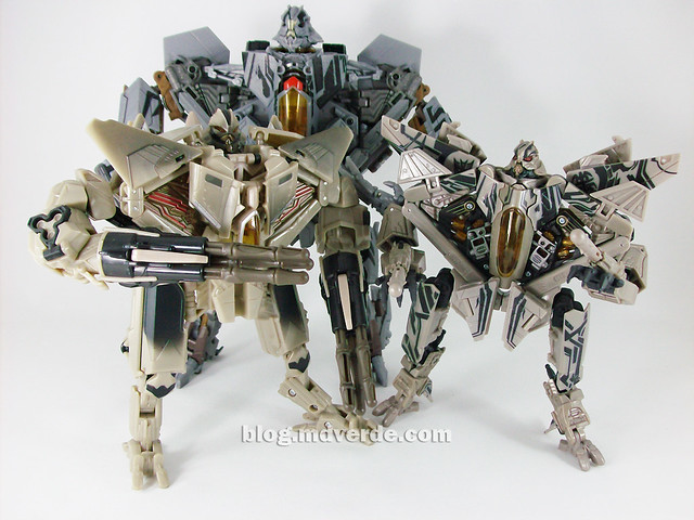 Transformers Starscream HftD Leader Class - modo robot vs otros Starscream