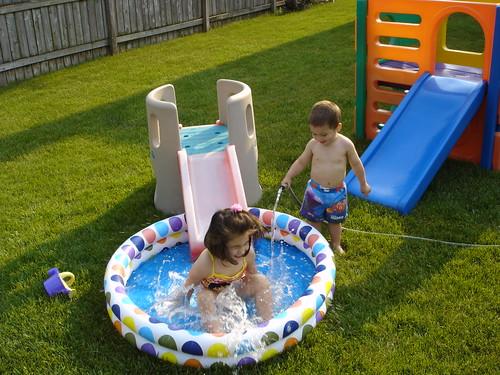 Corinne splashing