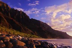 Kalalau Beach (serac) Tags: sunset mountains beach hawaii evening kauai napali alpenglow kalalaubeach kalalautrail