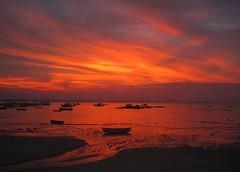 Bzios (Lidia Mello) Tags: sunset sky boats barcos cu beachs bzios picnik praias