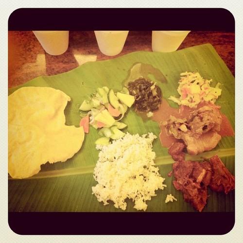 Kenangan makan nasi atas daun pisang