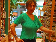 Elli's knitted linnen top (sifis) Tags: shop nikon knitting linen top knit athens greece d200 handknitting yarnshop sakalak