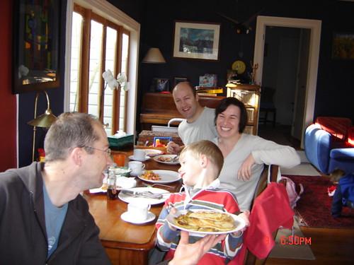 Jock, y Susan y Louis y Panqueques de desayuno en casa de Jock, primer domingo en Nueva Zelanda por ti.