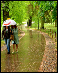 Cambridge rain: Smile (Sir Cam) Tags: cambridge england smile rain umbrella university kingscollege thebacks blueribbonwinner supershot smileplease mywinners superaplus aplusphoto diamondclassphotographer