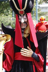 Jafar @ Disneyland Paris (Deydodoe) Tags: vacation paris france canon europe disneyland character  jafar 2006 disney 500views aladdin villain themepark 1000views disneylandparis 30d canon30d 5000views 2500views july2006 allrightsreserved deydodoe