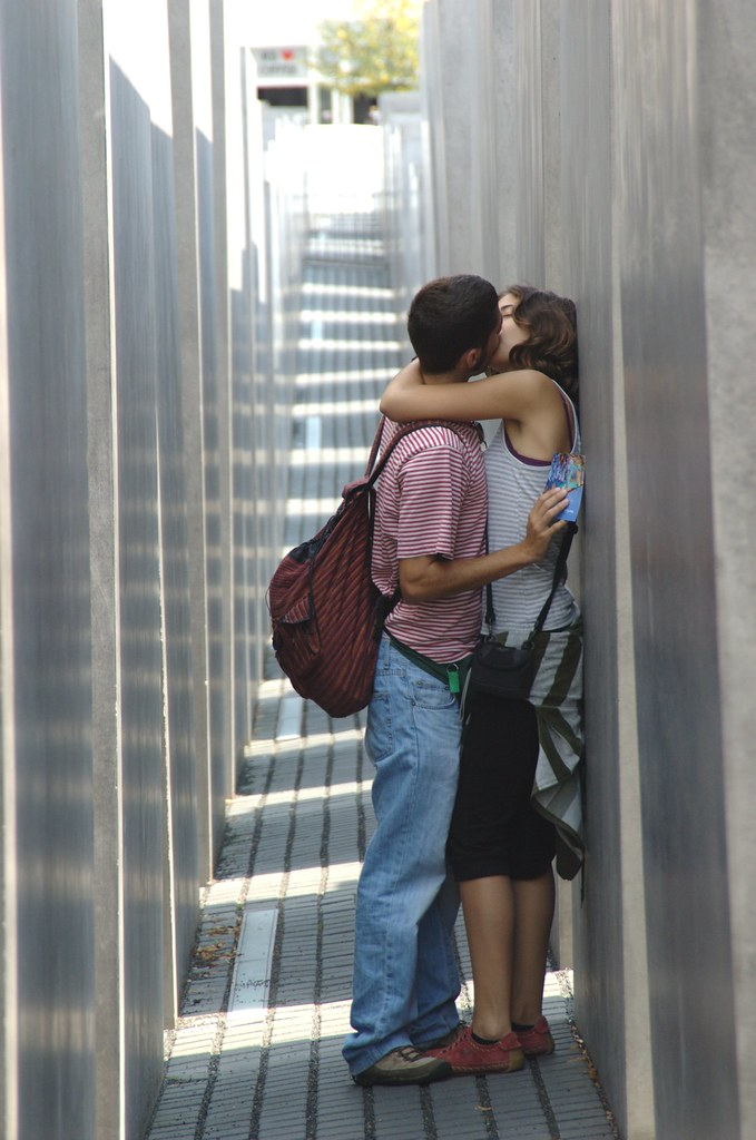 Kissing @ Holocaust Memorial. Photo: Claudio Cicali, flickr