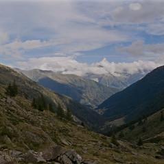 Valle delle Messi - l'Adamello fra le nubi (Felinux - Cogito ergo boom!) Tags: italia hasselblad matteo agfa brescia scordino 500cm pontedilegno portrait160 valledellemessi felinux photofelinux matteoscordino
