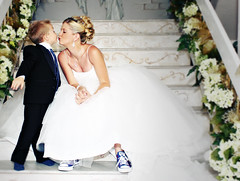 Gimme a Kiss (Blue Box Photos) Tags: wedding stairs bride friend kiss kissing dress jennifer converse bridal allstar chucks chucktaylor blueribbonwinner youvsthebest blueboxphotography