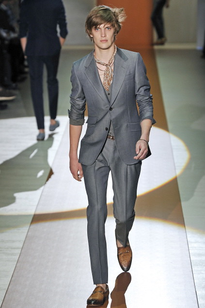 Axel Gillot3013_SS11_Milan_Gucci(first VIEW)