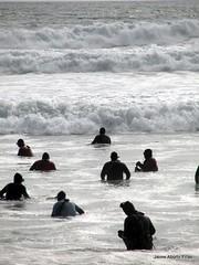 DSC00590 (jaimeaburto) Tags: ocean bw blancoynegro fishermen seashore fishers pescador macha pescadores fishery surfclam pesquería macheros artisticbw