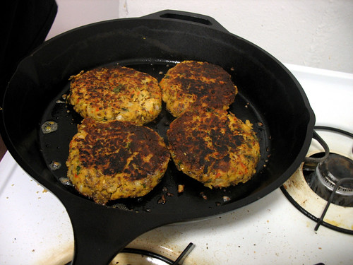 recipe-roasted_pepper_veggie_burger_photo_05