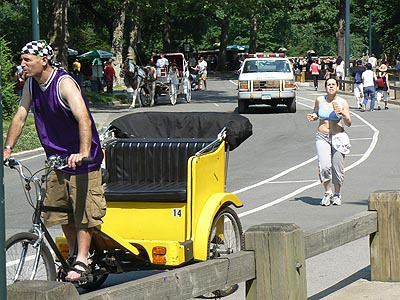 cyclo pousse et joggeuse.jpg